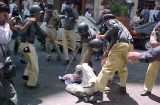 Police beating up demonstrators in Karachi